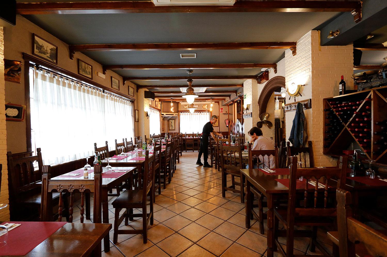 Comedor del restaurante El Galeón en Móstoles en calle Dalia