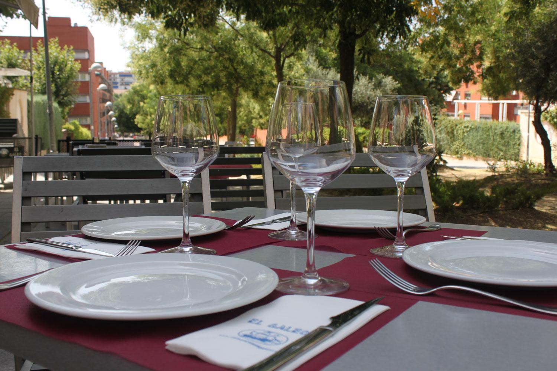 Mesa para comer en la terraza de verano del restaurante El Galeón de Móstoles