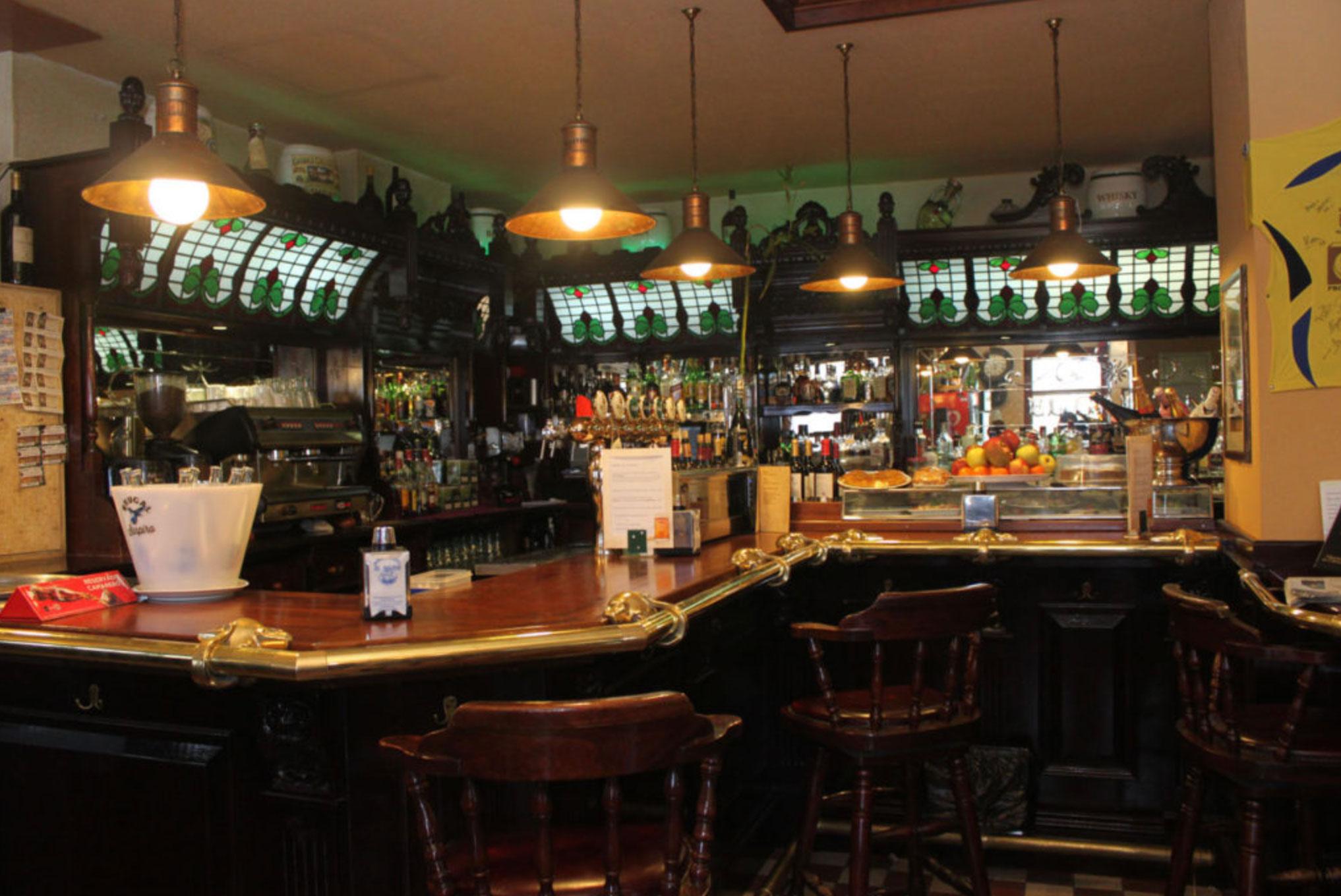 Barra con cervezas artesanales del Restaurante El Galeón en Alcorcón