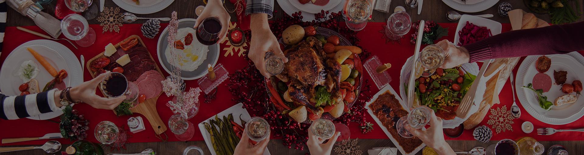 Cena tradicional de pavo en Navidad